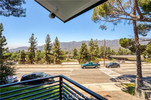 32. 2711 Altura Avenue La Crescenta, CA 91214
