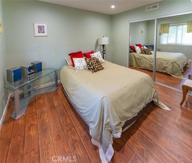 16. 66 Mockingbird Court Oak Park, CA 91377