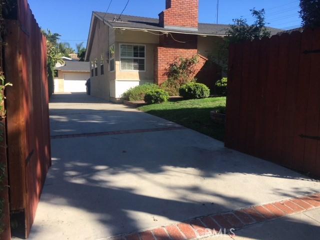 5200 Goodland Avenue N, Valley Village, CA 91607
