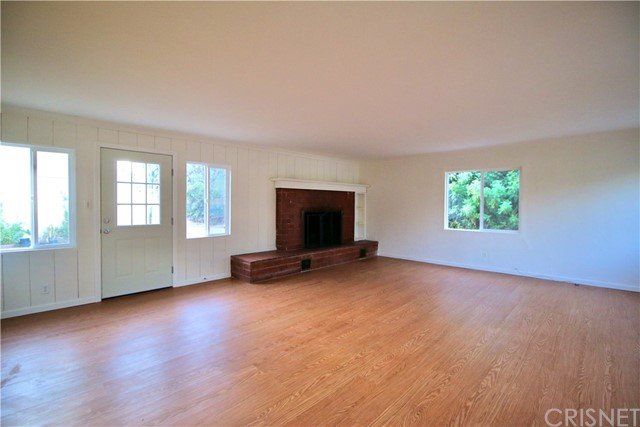 10007 Lemona Avenue, Mission Hills (San Fernando) CA: https://media.crmls.org/mediascn/9375069d-6148-4928-a58f-f49cfae09c73.jpg