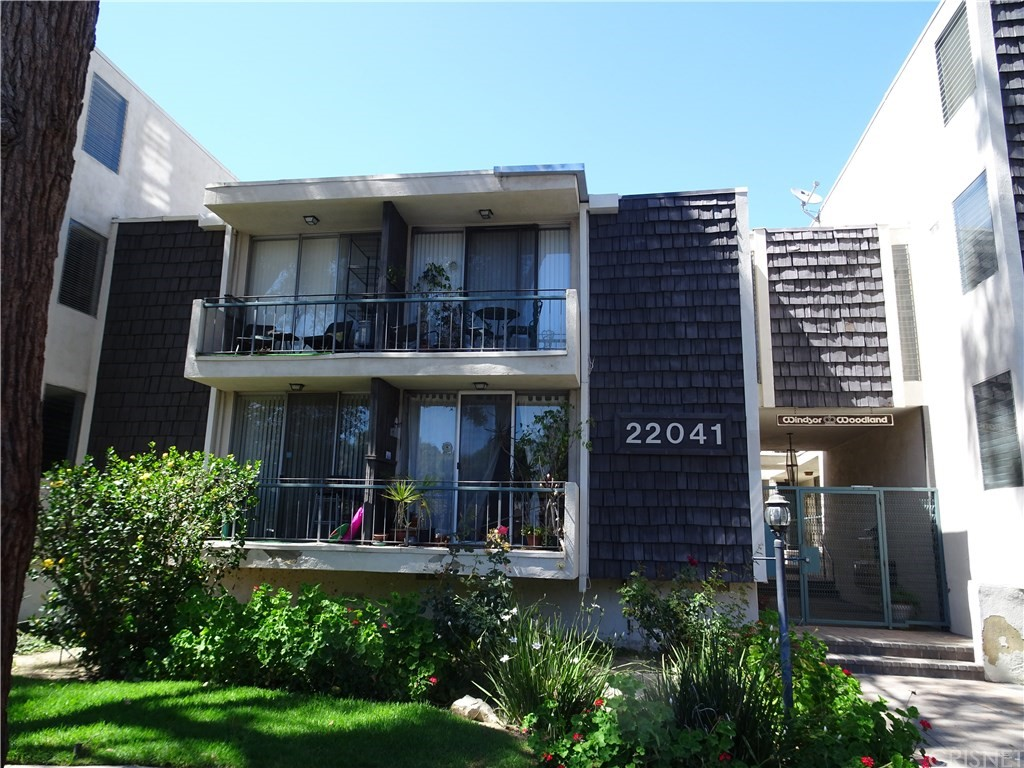Photo of 22041 COSTANSO STREET #106, Woodland Hills, CA 91364