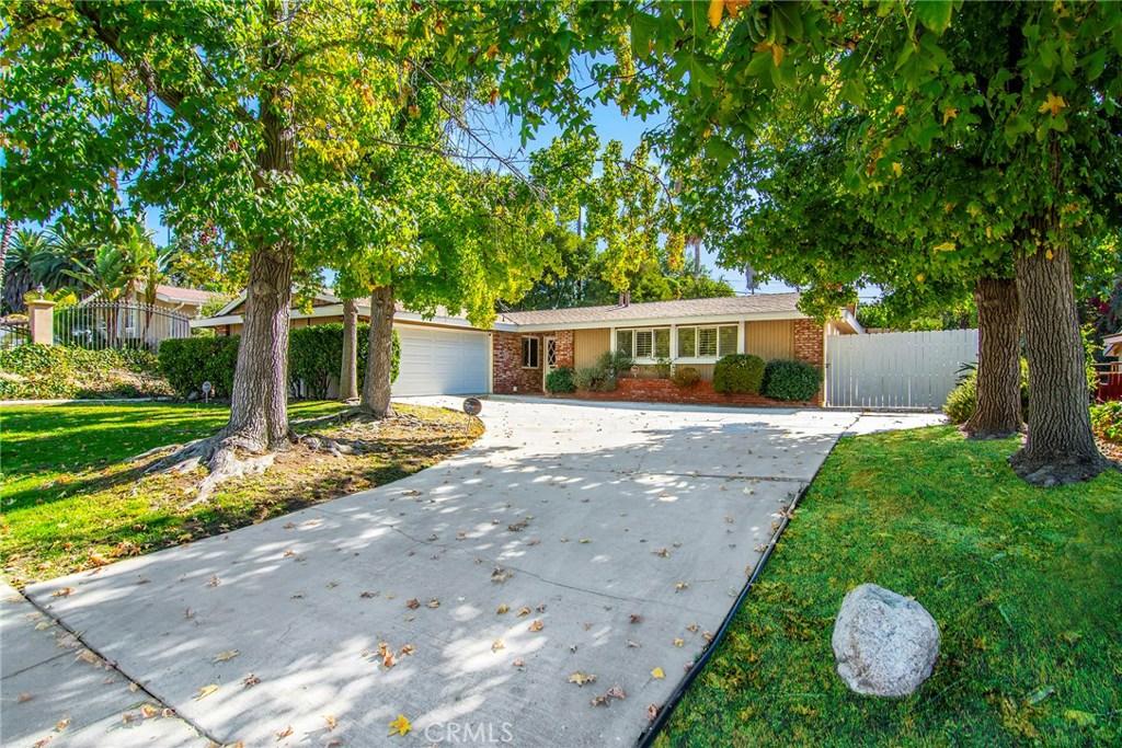 Photo of 20756 CLARENDON Street, Woodland Hills, CA 91367