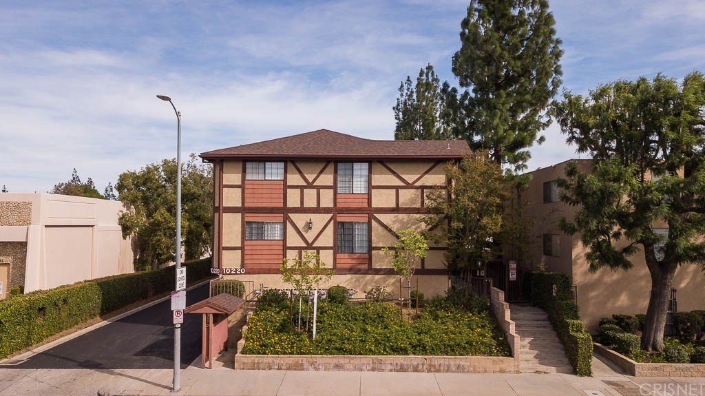 Photo of 10220 DE SOTO AVENUE #10, Chatsworth, CA 91311
