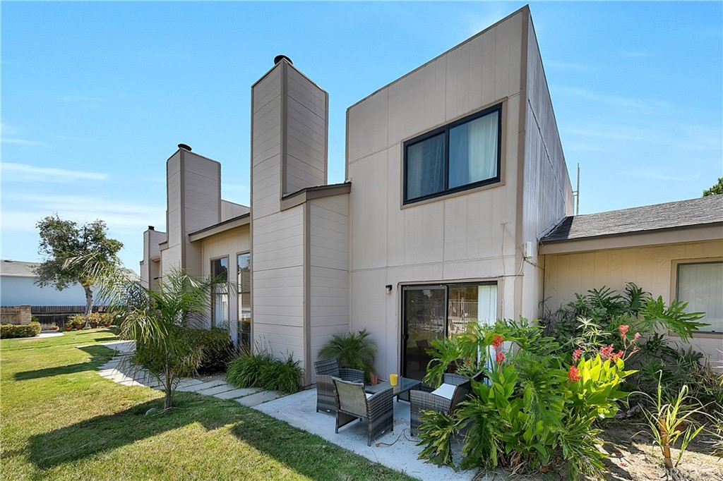 Amazing, 1300 sqft. two-story townhome, with a large kitchen, upgraded cabinets, granite countertops, and stainless steel appliances. The dining room is bright and the living room has cathedral ceilings and a stylish fireplace. Wood laminate floors throughout. On the second floor, you will find the large master bedroom with a walking closet and an upgraded master bathroom. The guest bedroom also offers an ensuite remodeled bathroom. The Front private patio and yard, a back patio facing the community pool, 2 car garage, and driveway, make this home very desirable. The community has lovely trees and has a pool, spa, tennis, and basketball courts. Centrally located with easy freeway access, close to stores, and restaurants.