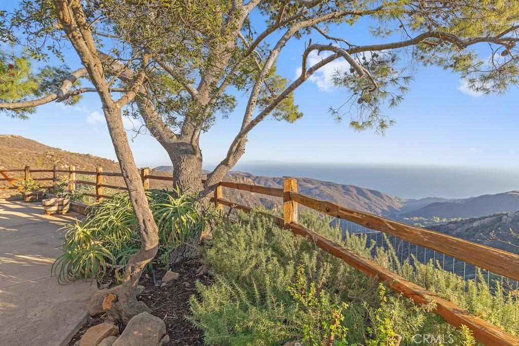 23633     Dresser Road, Malibu CA 90265