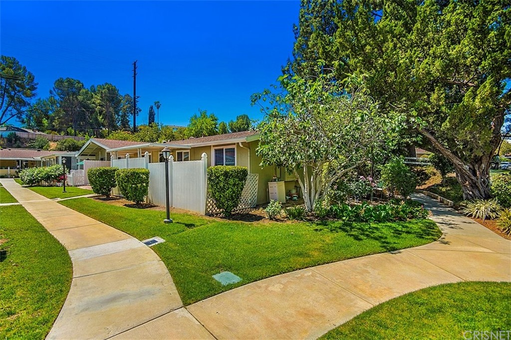 19208     Avenue Of The Oaks     G, Newhall CA 91321