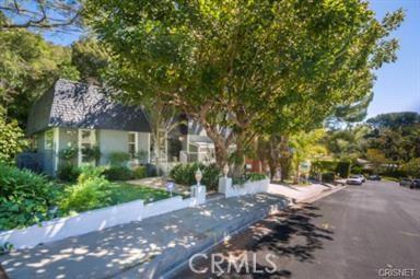17135 Clemons Drive, Encino, CA 91436
