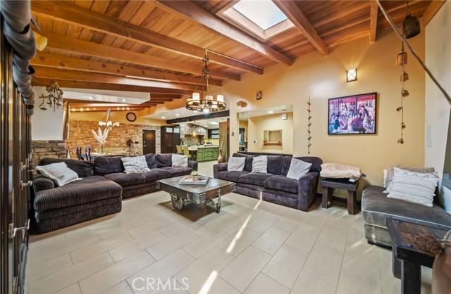 25. 5511 Fenwood Avenue Woodland Hills, CA 91367