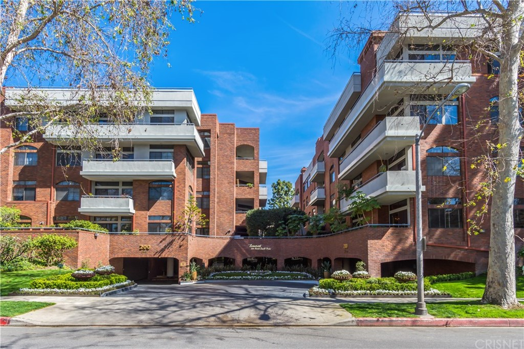 Photo of 200 NORTH SWALL DRIVE #404, Beverly Hills, CA 90211