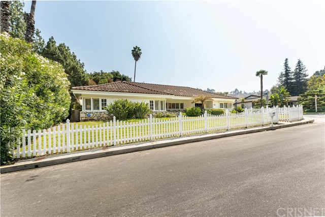 3902 Woodfield Drive, Sherman Oaks, CA 91403