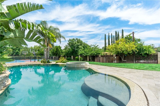 Photo of 22953 Oxnard Street, Woodland Hills, CA 91367