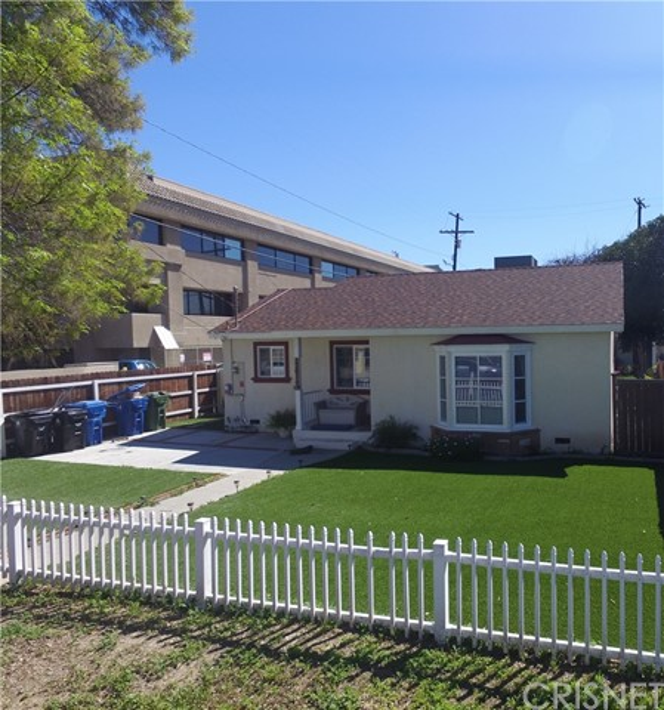 22016 Leadwell Street, Canoga Park, CA 91303