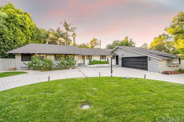 4945 Winnetka Avenue, Woodland Hills, CA 91364