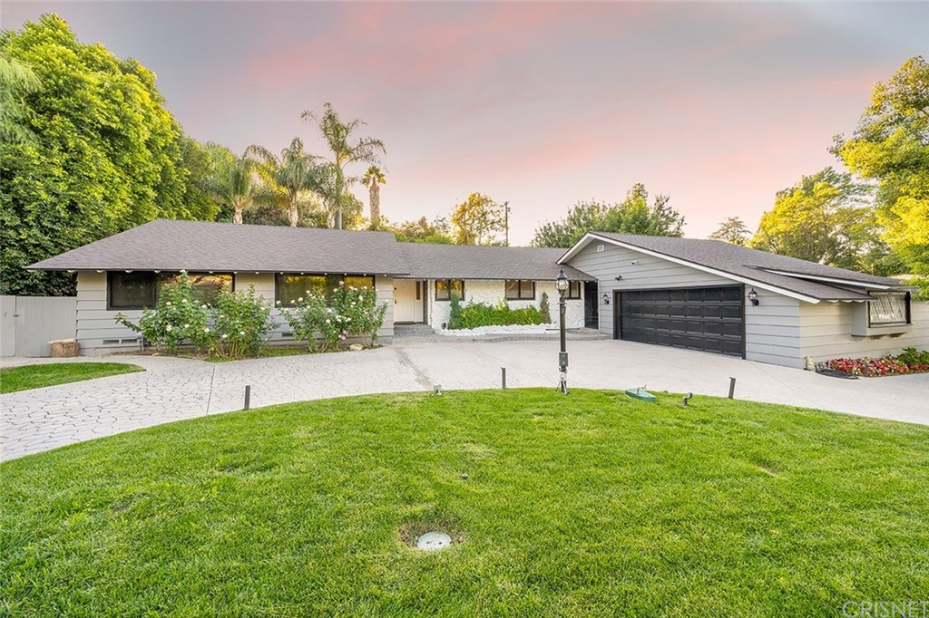 Photo of 4945 WINNETKA Avenue, Woodland Hills, CA 91364