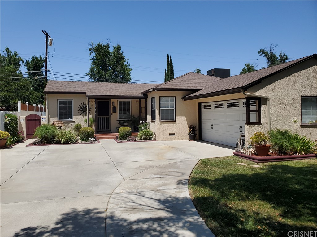 18407     Jovan Street, Tarzana CA 91335