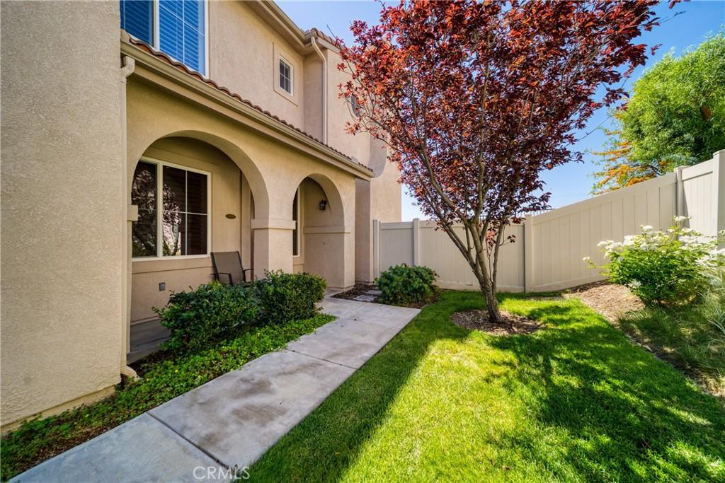 28035     Serra Lane, Valencia CA 91355