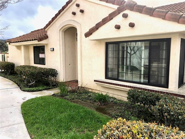318 Country Club Drive A, Simi Valley, CA 93065