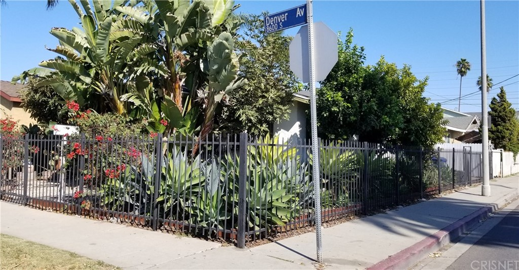 8644     Denver Avenue, Los Angeles CA 90044