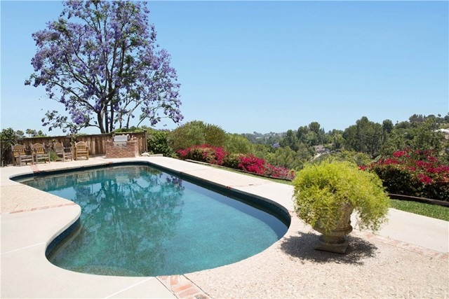 4812 Del Moreno Drive, Woodland Hills, CA 91364