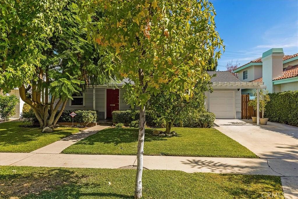 4972     Chimineas Avenue, Tarzana CA 91356
