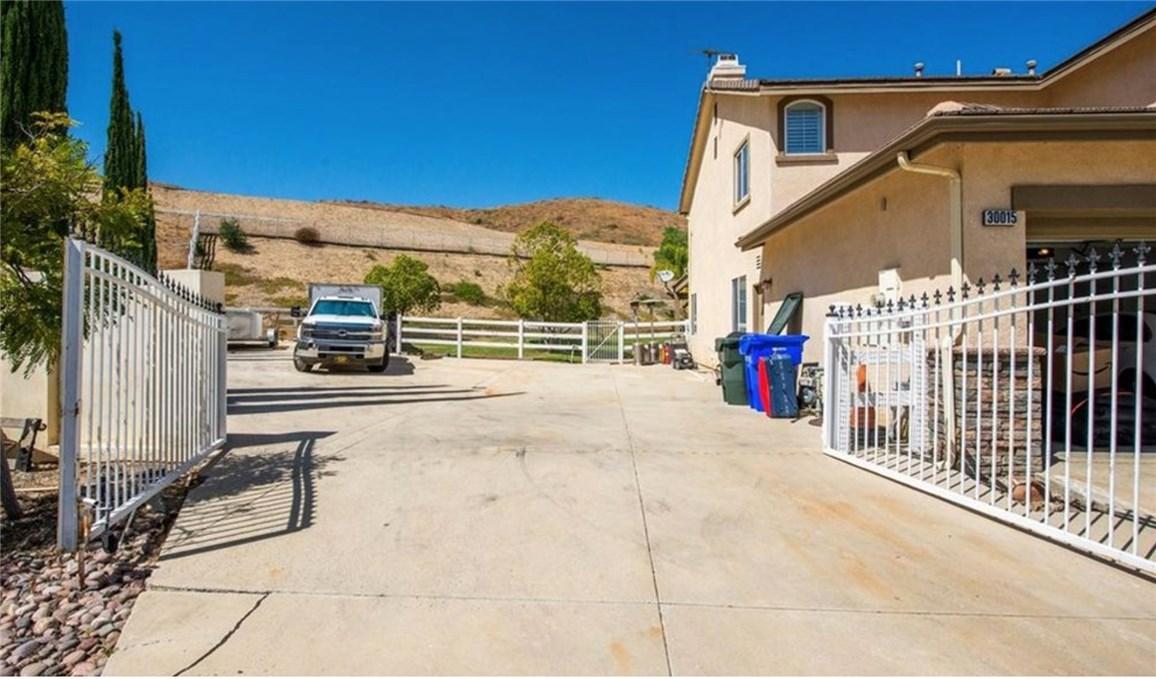 30015 Valley Glen St, Castaic, CA 91384 Photo 3
