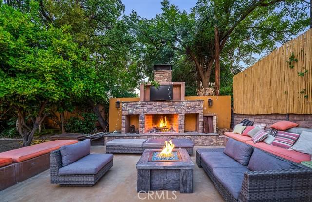 4. 5511 Fenwood Avenue Woodland Hills, CA 91367