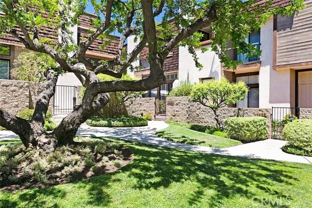 13907 Riverside Dr, Sherman Oaks, CA 91423