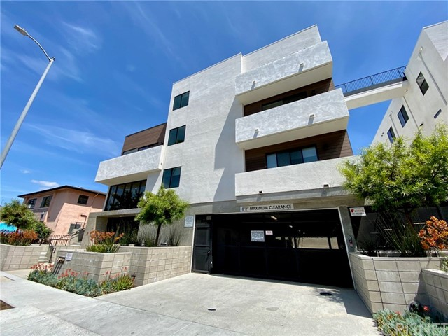 Welcome to HWood, enjoy modern living in the heart of Hollywood. Three Bedrooms Two Baths, Secured building with rooftop decks with panoramic views, private gym and gated parking. Equipped with brand new stainless-steel appliances, in-unit washer and dryer and Nest brand thermostats. Custom designed cabinets, granite counters and recessed lighting.  Schedule you showing today!