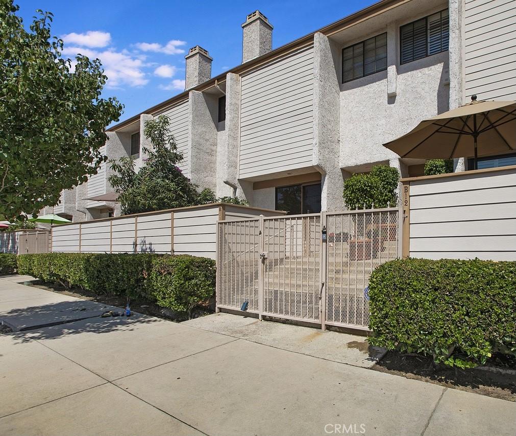 21025     Lemarsh Street   B11, Chatsworth CA 91311