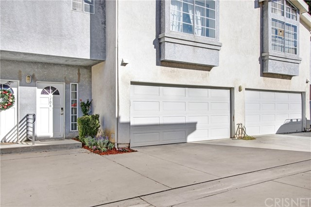 15801 Wyandotte Street 106, Van Nuys, CA 91406