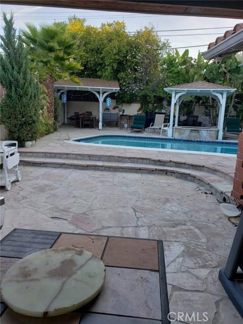 21627 Mulholland Drive, Woodland Hills, CA 91364