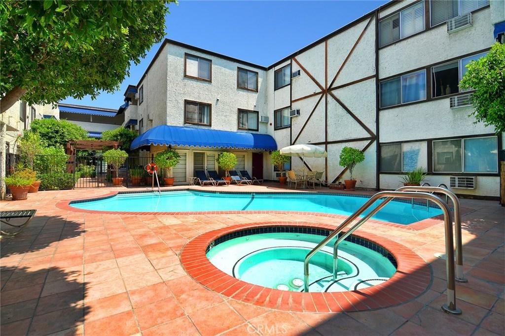 Photo of 18530 HATTERAS Street #329, Tarzana, CA 91356