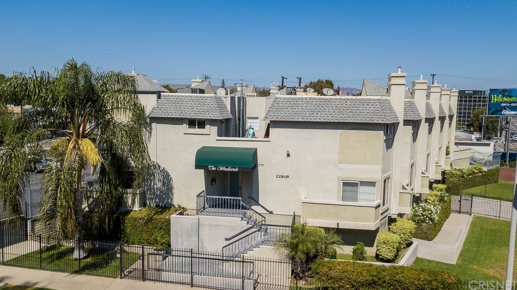 Photo of 22809 DEL VALLE Street #4, Woodland Hills, CA 91364