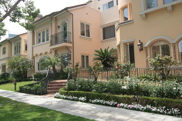 143 N Arnaz Drive 104, Beverly Hills, CA 90211