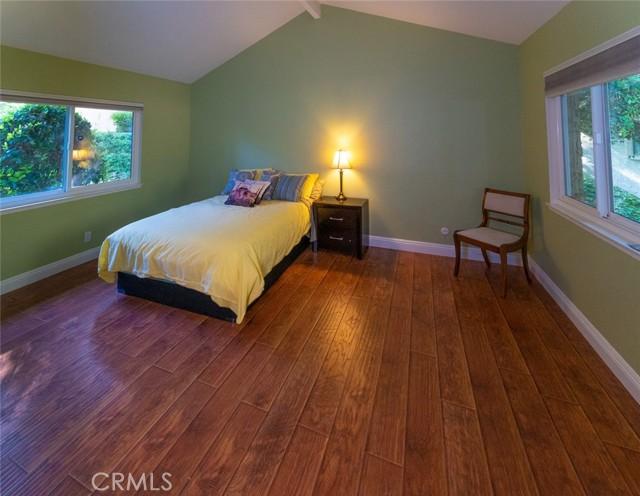 11. 66 Mockingbird Court Oak Park, CA 91377