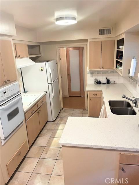 14414 Addison Street 17, Sherman Oaks, CA 91423