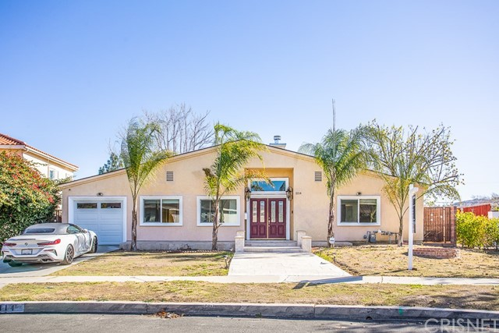 Photo of 5114 Etiwanda Avenue, Tarzana, CA 91356