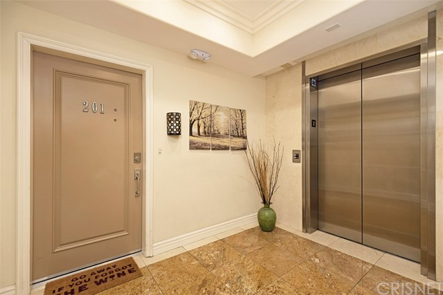 18. 1601 S Bentley Avenue #201 Los Angeles, CA 90025