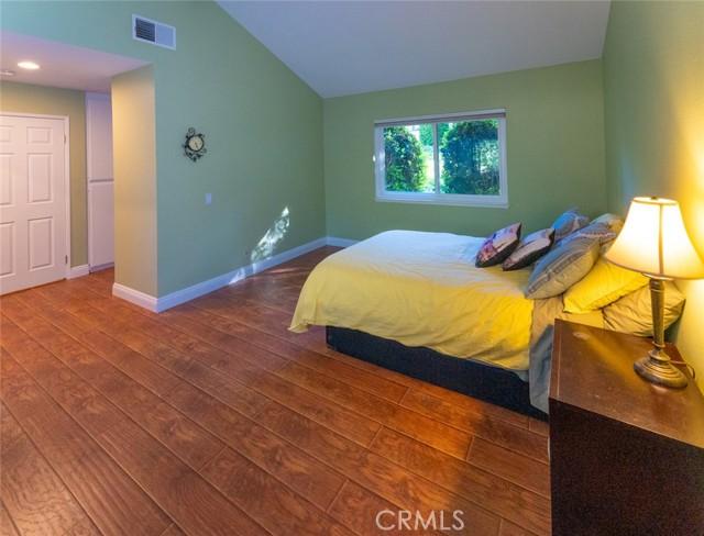 12. 66 Mockingbird Court Oak Park, CA 91377