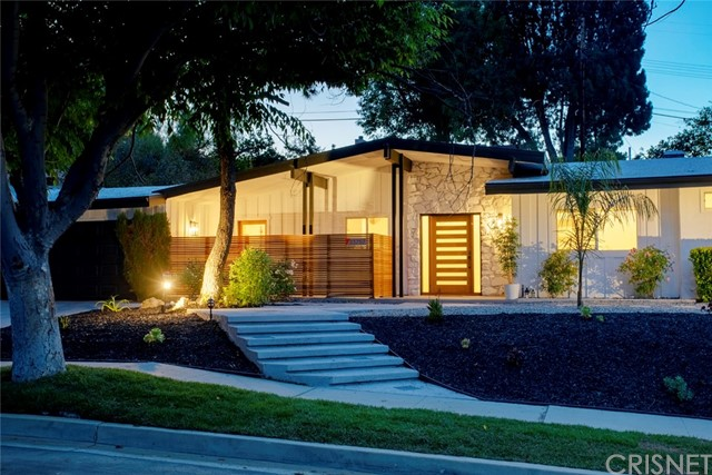 Photo of 23757 Mariano Street, Woodland Hills, CA 91367