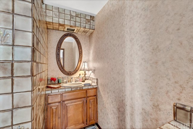 17340 Raymer St, Sherwood Forest, CA 91325 Photo 24