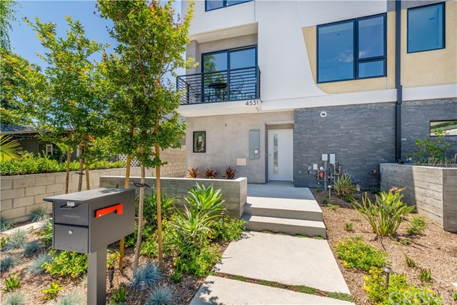 11406 Talia Court, Studio City, CA 91602
