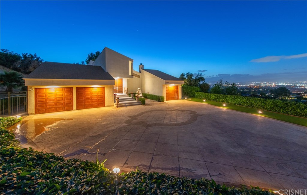 Photo of 15670 CASTLEWOODS Drive, Sherman Oaks, CA 91403