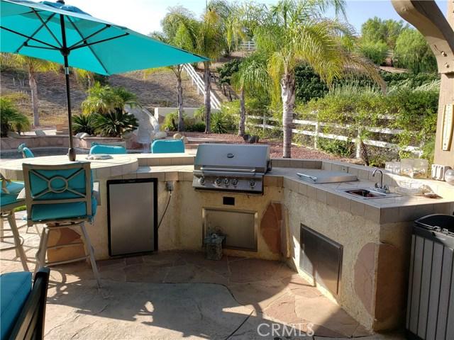 30015 Valley Glen St, Castaic, CA 91384 Photo 11