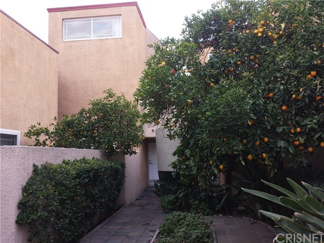 Photo of 18600 Collins Street #2, Tarzana, CA 91356