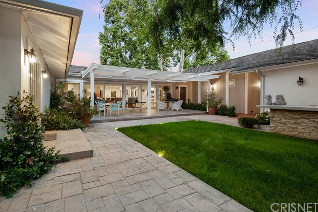29. 4607 Forman Avenue Toluca Lake, CA 91602