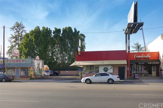 14051 Sherman Way, Van Nuys, CA 91405