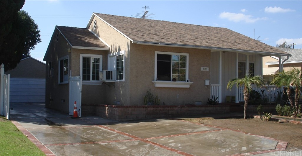Photo of 7427 BLEWETT, Lake Balboa, CA 91406