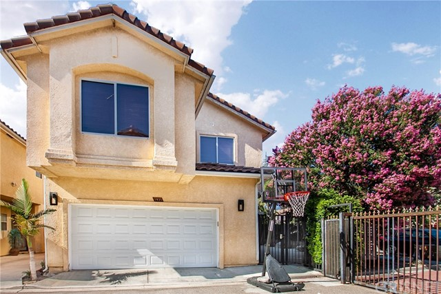 9419 Burnet Avenue, North Hills, CA 91343
