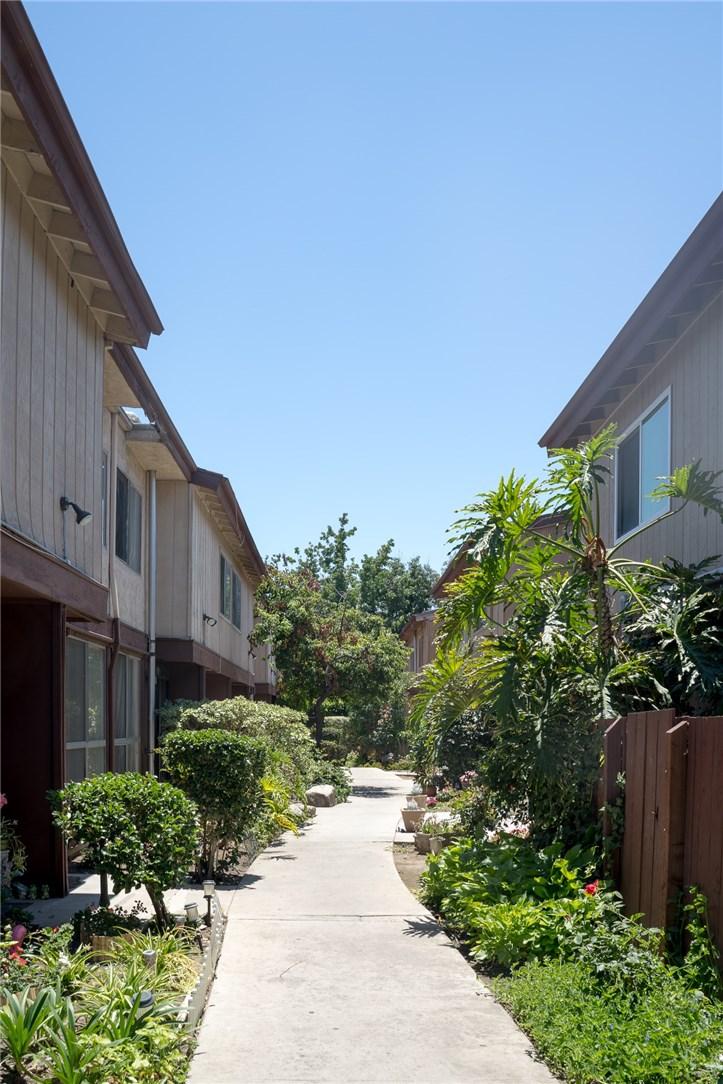 7320 Lennox Avenue D1, Van Nuys, CA 91405